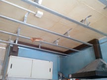 Как сделать потолок на кухне, монтаж ПВХ панелей на потолок